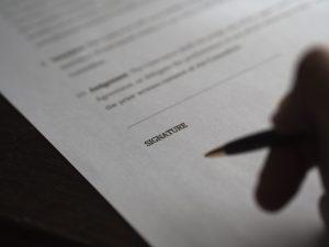 Cosa nascondono le clausole dei contratti di telefonia?